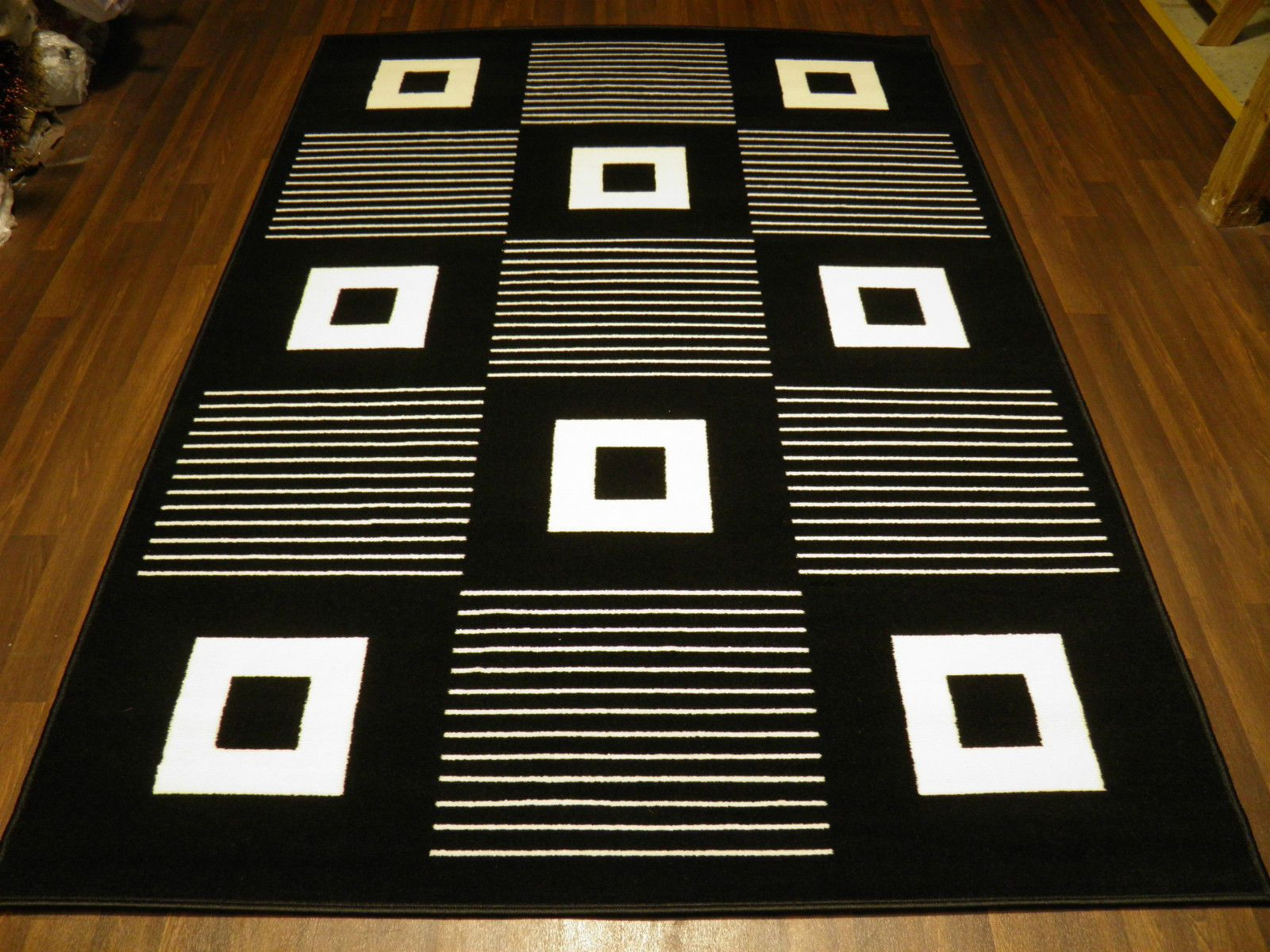 Modern Approx 6x4 120x170cm Woven Backed Black// White Sale Quality Squares New